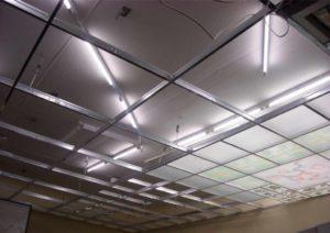 Монтаж зеркального потолка своими руками и стоимость панелей из оргстекла