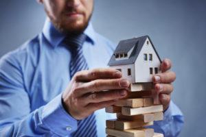 Опасность покупки квартиры, которую продавцу подарили. Чем это грозит покупателю?