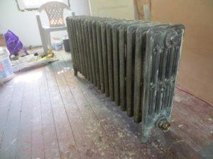 Покраска горячих батарей – можно ли обновлять радиаторы в отопительный сезон?
