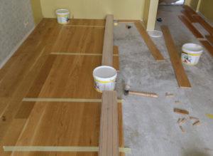 Виды клея для массивной доски на стяжку и деревянное основание