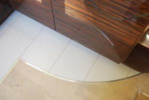 Способы соединения ламината и плитки на полу
