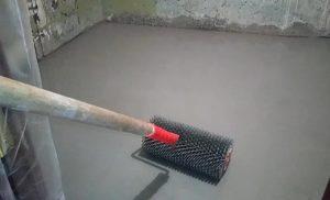 Выравнивание пола в ванной под плитку