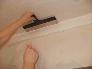Как клеить стеклохолст на потолок под покраску и чем красить