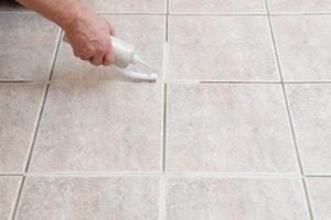 Методы очистки швов на полу между плиткой