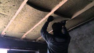 Недорогое утепление потолка в гараже изнутри своими руками