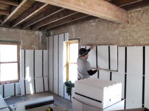 Чем утеплить стены дома изнутри – разбор современных материалов
