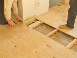 Технология укладки деревянного пола из досок в квартире