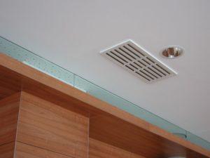 Виды потолочных вентиляционных решеток и диффузоров для ванной