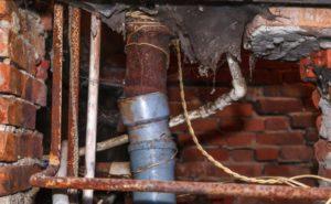 Кто несет ответственность за возможные последствия замены труб в квартире?