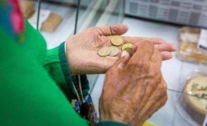Сколько денег в следующем году потеряет работающий пенсионер?
