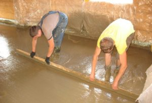 Как залить пол в бане из бетона своими руками
