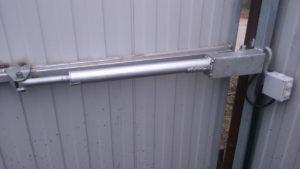Автоматика для распашных ворот – «умный» механизм в гараже и на даче