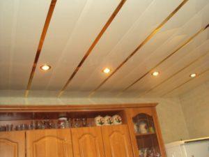 Как и чем помыть пластиковый и реечный потолок