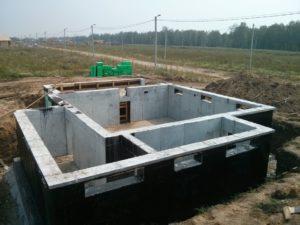 Цокольный этаж своими руками – дом станет просторнее