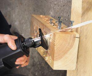 Сабельная пила – многофункциональный инструмент для резки в домашних условиях разных материалов