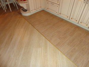 Укладка линолеума на пол в кухне