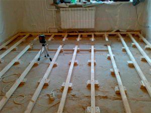 Деревянный пол в квартире и работы по укладке и замене