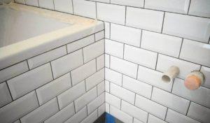 Плитка кабанчик для ванной и кухни – секреты укладки необычной плитки
