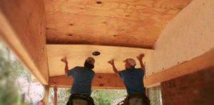 Как подшить потолок из фанеры в деревянном доме и фото отделки