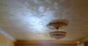 Отделка потолка своими руками декоративной штукатуркой и видео инструкция