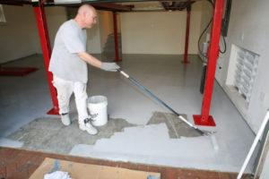 Чем покрасить бетонные полы в гараже?