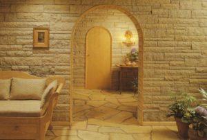 Декоративная отделка помещений гипсовой плиткой под кирпич или камень