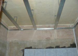 Потолок из гипсокартона своими руками в ванной и видео инструкция