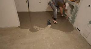 Видео инструкция по заливке пола в квартире своими руками