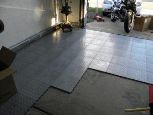 Чем покрыть полы в гараже?