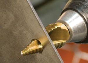 Как правильно сверлить металл – учимся делать отверстия различных диаметров