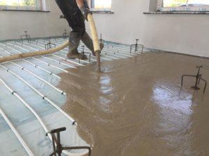Стоимость бетонной стяжки пола за м<sup>2</sup>» width=»300″ height=»225″ class=»alignleft size-medium» /></p><p>Черновая отделка » Стяжка пола в Москве » Цементная стяжка пола</p><h3><span class=