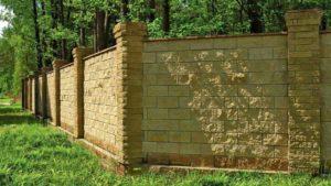 Забор из камня – возводим ограду на века!