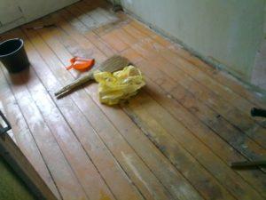 Линолеум для ванной и можно ли стелить на деревянный пол?