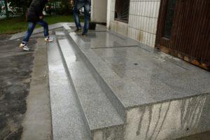 Технология укладки гранитной плитки на улице