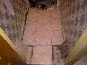 Укладка напольной плитки в туалете своими руками