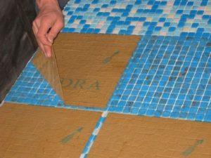Технология укладки плитки мозаики на пол