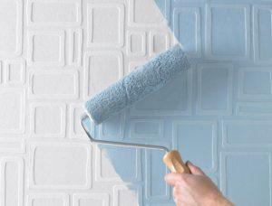 Красить стены или клеить обои – как выбрать подходящую облицовку?