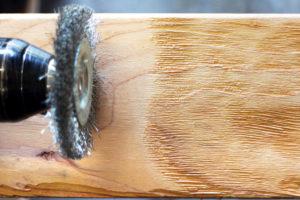 Как состарить дерево – 4 способа браширования в домашних условиях