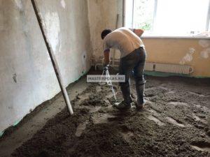 Стоимость бетонной стяжки пола за м<sup>2</sup>» width=»300″ height=»225″ class=»alignleft size-medium» /></p><p>С чего приходится начинать ремонт в новостройке? C обустройства стяжки пола. Единственной причиной, чтобы отложить эти работы, желание владельца построить или демонтировать перегородки. Доверять заливку или монтаж стяжки стоит только профессионалам, таким, как мастера «ПроффСервис».</p><p>Чтобы узнать стоимость стяжки, заполните форму ниже:</p><p>УЗНАЙТЕ СТОИМОСТЬ РЕМОНТА</p><p>Это вас ни к чему не обязывает.</p></p><p>О премудростях работ по стяжке охотно расскажем в этой статье.</p><h3><span class=
