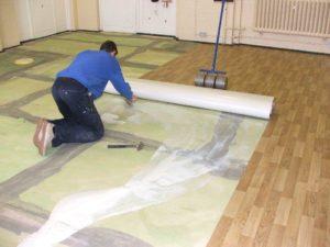 Как постелить ковролин на бетонное основание?