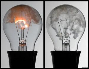 Почему взрываются лампочки в люстре при включении – разбор главных причин