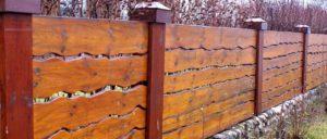 Забор из необрезной доски – выгодный, функциональный и привлекательный