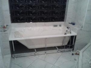 Установка акриловой ванны – как справиться самому?