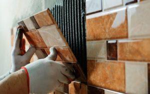 Как клеить плитку на разные типы поверхности