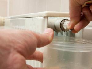 Как спустить воздух с системы отопления?