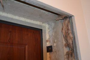 Как облагородить проем после монтажа металлической двери?