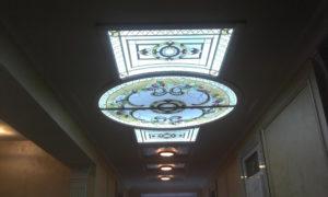 Монтаж, стоимость и фото витражного потолка с подсветкой
