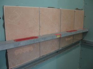 Монтаж зеркал – как закрепить без рамы на стену из кирпича, керамической плитки, гипсокартона