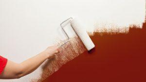 Как красить виниловые обои – выбор эмали и техники ее нанесения