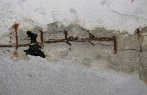 Дыра в стене из бетона – чем и как заделать дефект?